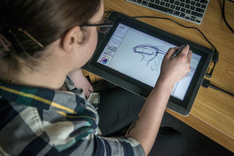 Drawing on a display tablet