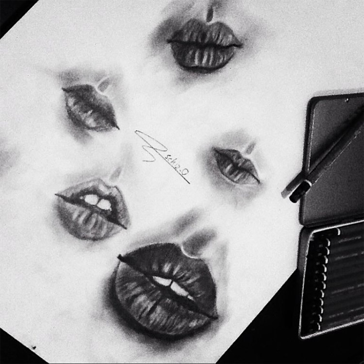 Very dark lips in sketchbook