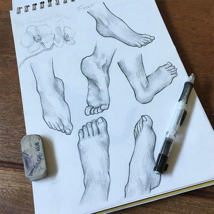 Drawing realistic feet in sketchbook